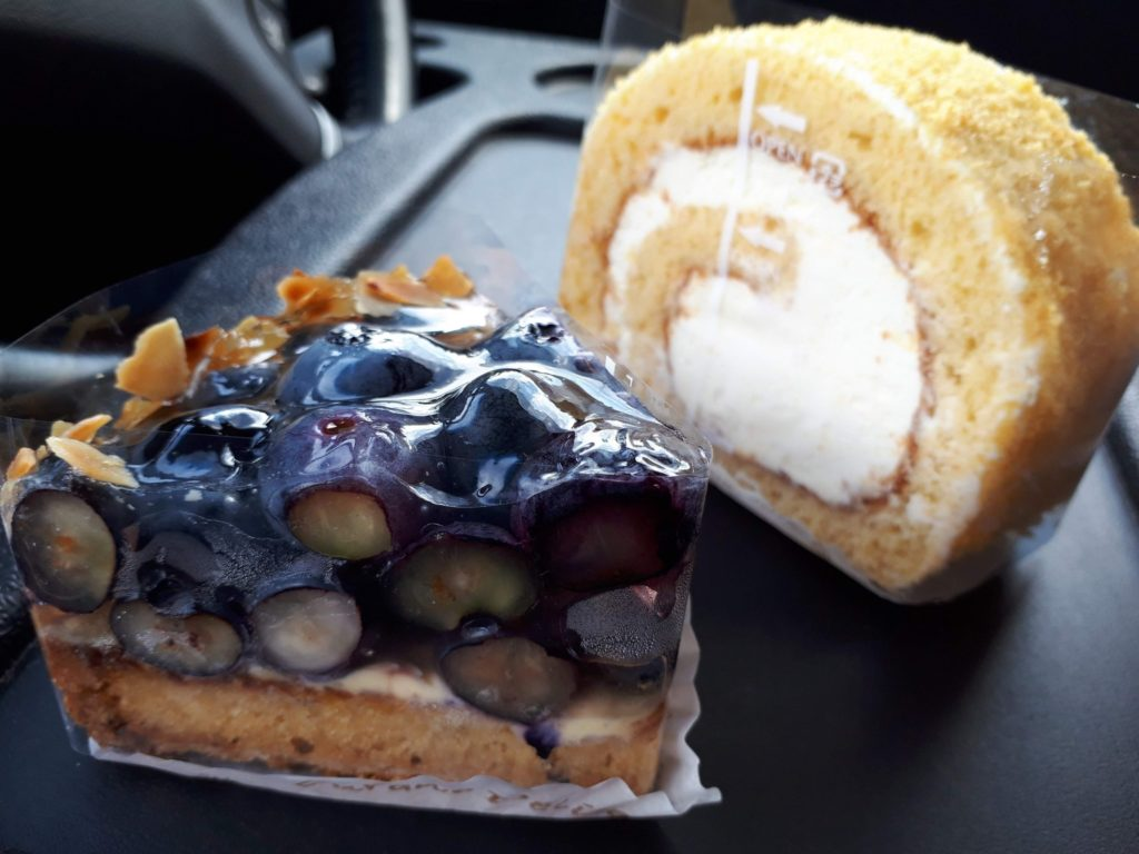 ブルーベリータルトとはちみつロールケーキ