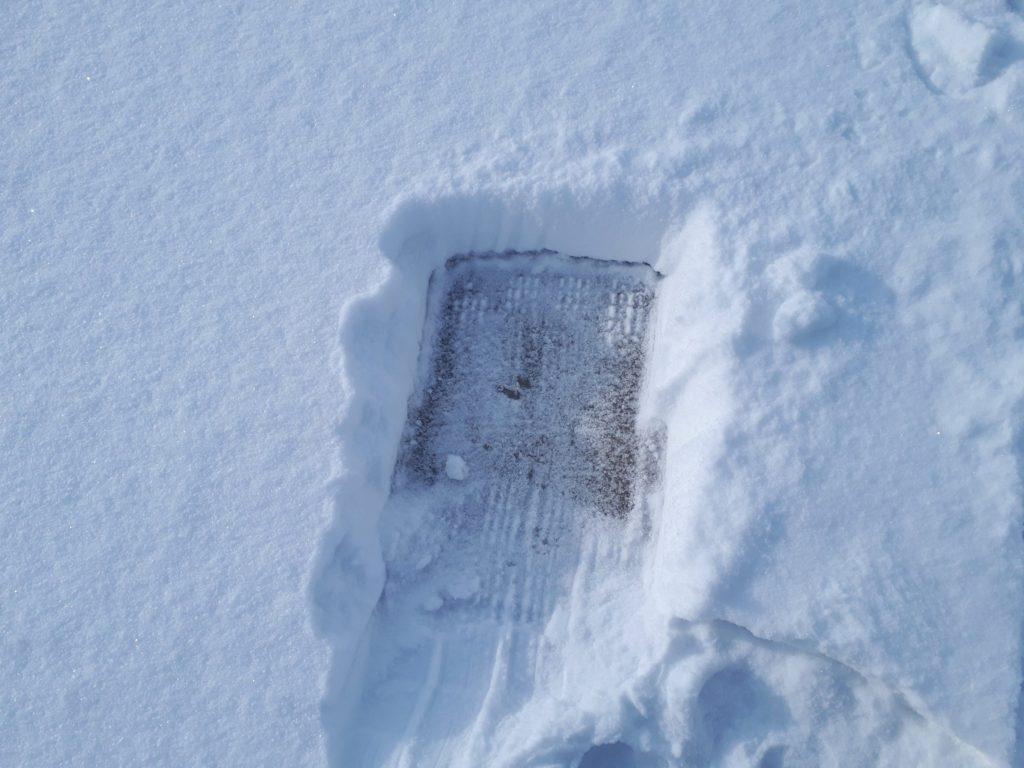 試し釣りのための雪かき